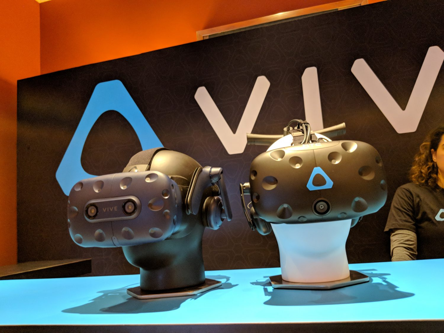 htc vive headsets line up